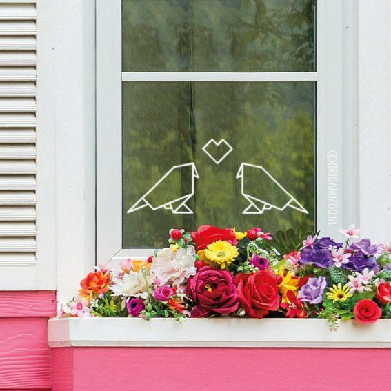 Lieve origami lovebirds raamtekening, geïllustreerd door Origami Zoo, leuk als trouw decoratie, met Valentijn of gewoon zomaar.
