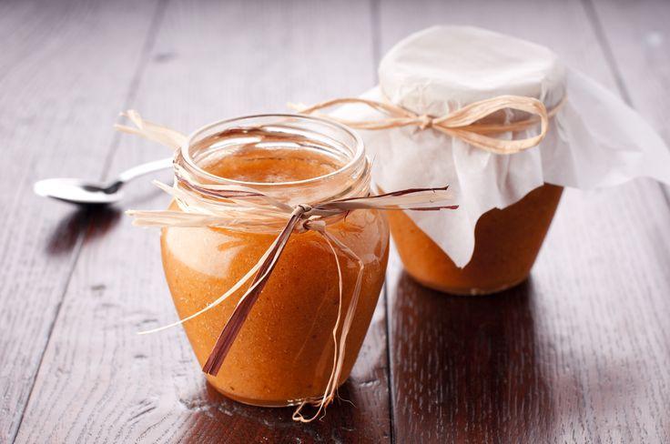 Ricetta marmellata senza zucchero fatta in casa | Tre gustose ricette per preparare in casa con ingredienti sani e genuini una buona marmellata dolce senza zuccheri aggiunti.
