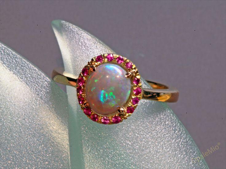 Anello con opale e zaffiri australian natural opal gold ring minerals gems jewellery