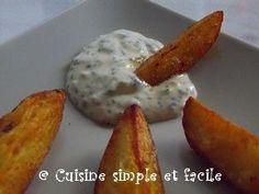 Sauce blanche pour potatoes -•2 c. à s. de mayonnaise •2 c. à s. de crème épaisse allégée •1 petite échalote •1 c. à s. de ciboulette •1 c. à s. de persil •1 c. à c. de citron