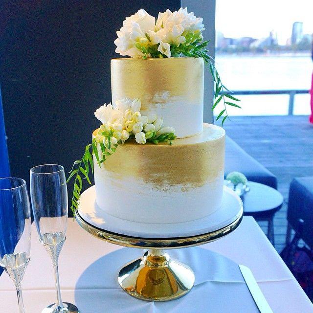 Stunning cake by @cake_ink for Mark & Laura's wedding, florals by us emoji #markandlaura2015 @foodanddesire #AlbertPark #carousel #carouselalbertpark #thecarousel #weddingcake #weddingcakemelbourne #secretblossom #flowersmelbourne #melbourne #melbourneflowers #melbournestyle #melbournelife #melbourneshopping #melbourneflorist #melbournebride #melbournewedding #melbournenow #melbournecity #melbournegirl #cityofmelb