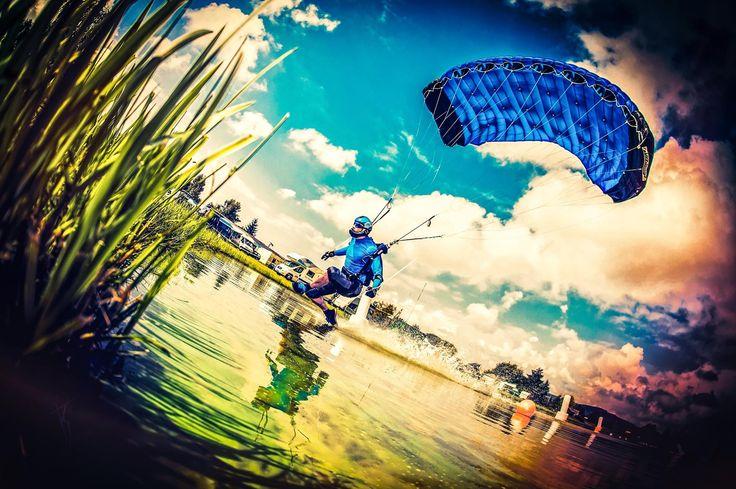 Pink Klatovy Skydive swooper: Tomasz Ignaczuk fot. KonwentPhotography