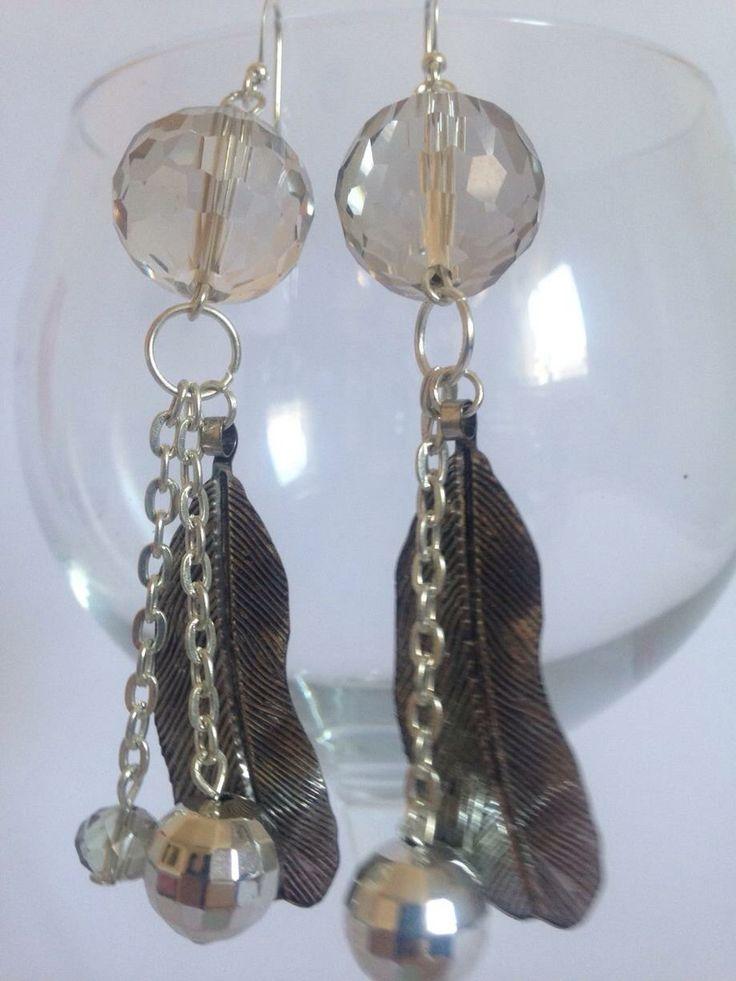 #orecchini con palla di #cristallo in #metallo e #piume Su www.oro18.eu #oro18 #bigiotteria #bijoux #jewelry