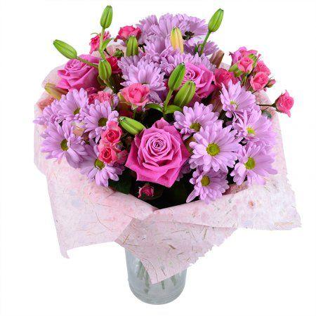 Розовый букет - прекрасный цветочный микс из лилий, роз и хризантем. Этот прелестный женский презент просто не может не понравиться получательнице!