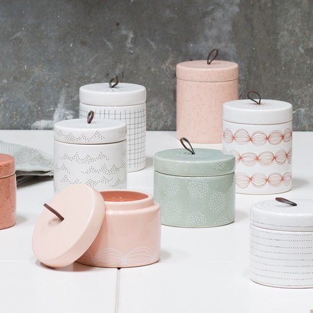 Display your personal style in your interior decor, Anna recommends. Stone jar, available in four assorted colours, price per item DKK 36,60 / ISK 889 / SEK 49,99 / NOK 48,90 / EUR 5,16 / GBP 5,08