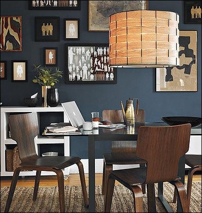 ¡Anímate a pintar un cuarto con paredes oscuras! Te dará la sensación de ser más acogedor. Combina con piezas que resalten en colores vivos.