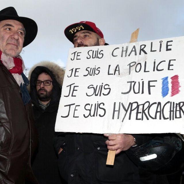 #Parigi in piazza