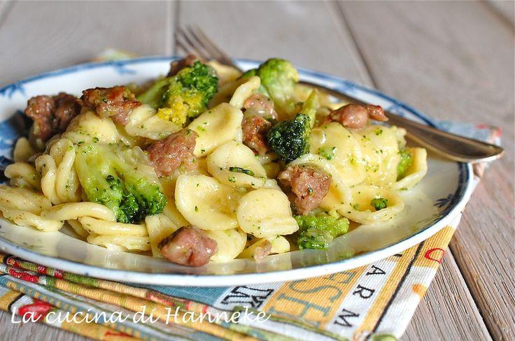 Orecchiette con salsiccia e broccoli