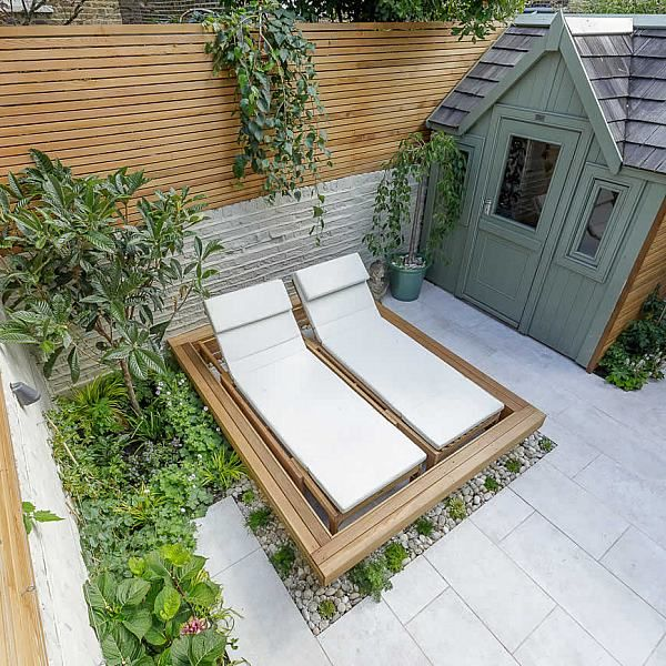 Garden design Vauxhall South London outdoor space, hidden LED strip lighting, polished white pebbles