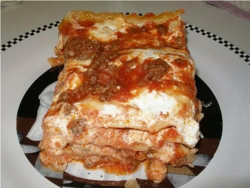 http://www.cookingwithnonna.com/italian-cuisine/mama-rosas-lasagna.html  http://www.cookingwithnonna.com/italian-cuisine/lasagne.html