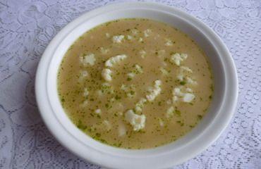 Do hrnce na rozehřáté máslo vsypeme mouku, přidáme muškátový květ a mícháním…