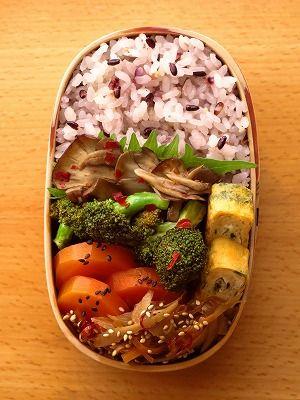 ブロッコリーと舞茸の豆板醤炒め of a broccoli and the Grifola frondosa Japanese bento