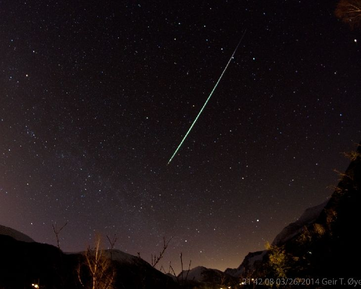 Bright Meteor  Taken by Geir Øye on March 26, 2014 @ Ørsta, Norway