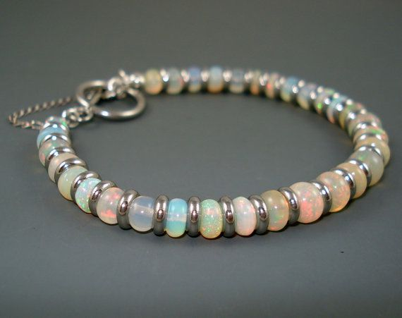Bracciale in opale grande blu colore rosa opale di JewelryByJacoby
