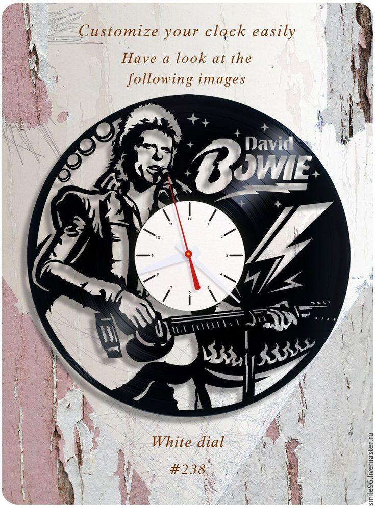 Купить или заказать Часы из пластинки 'David Bowie' в интернет-магазине на Ярмарке Мастеров. Часы делаются из старых виниловых пластинок. У каждого изделия своя история, своё настроение и чтобы его передать полностью мы сохраняем родную упаковку пластинки. Каждая пластинка индивидульна, у каждой свои пошарпоности и потертости. Изделие обязательно будет отличаться от того что на фотографии, потому что это не тиражное производство, а индивидуальное изменение личности каждой пластинки…