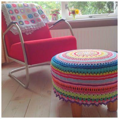 Crocheted ottomanBij Saar, Patroon Poef, Chairs, Crochet, En Mien, Blij Met, Saar En, Haken Bij, Beschrijv Patroon