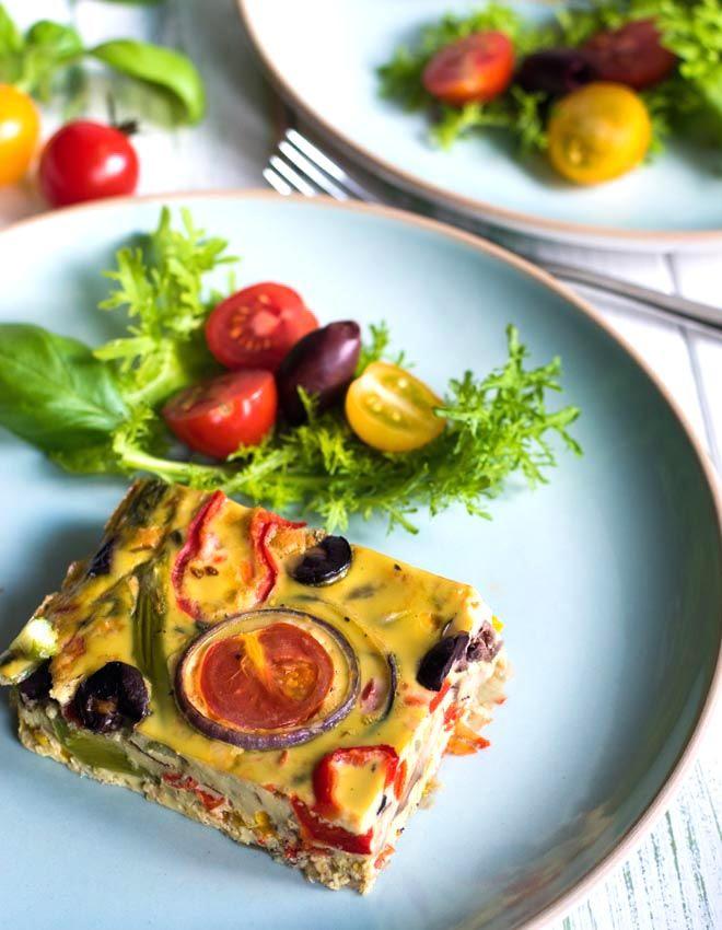 Mediterrane Ofen-Frittata in Geschmack und Farbe des italienischen Sommers