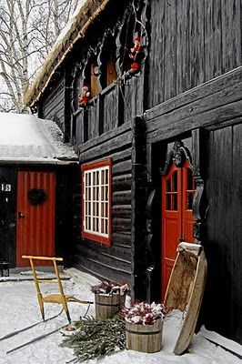 I absolutely love the black barn accented in red!!! Luv luv luv