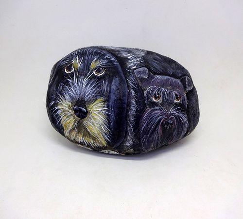 piedras pintadas - Mia y Thai - perro grifon azul de gascuña y scottish terrier 2   por pedretaderiu