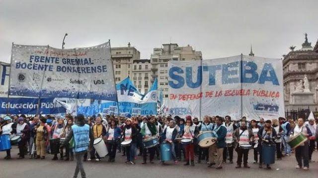"""SUTEBA DENUNCIA NUEVAS AMENAZAS: """"NO SE METAN CON EL GOBIERNO""""     EL GOBIERNO TEME QUE LA CAPACIDAD DE MOVILIZACION DE LOS DOCENTES ENCIENDA LA MECHA DE LA PROTESTA SOCIAL  """"Exigimos al Gobierno Provincial y Nacional que intervengan responsablemente"""" NUEVAMENTE SUTEBA DENUNCIA AMENAZAS. En el día de la fecha numerosas seccionales del SUTEBA han recibido via correo electrónico mensajes con amenazas anónimas de acciones violentas con la advertencia de que """"no se metan con el gobierno"""". Frente…"""