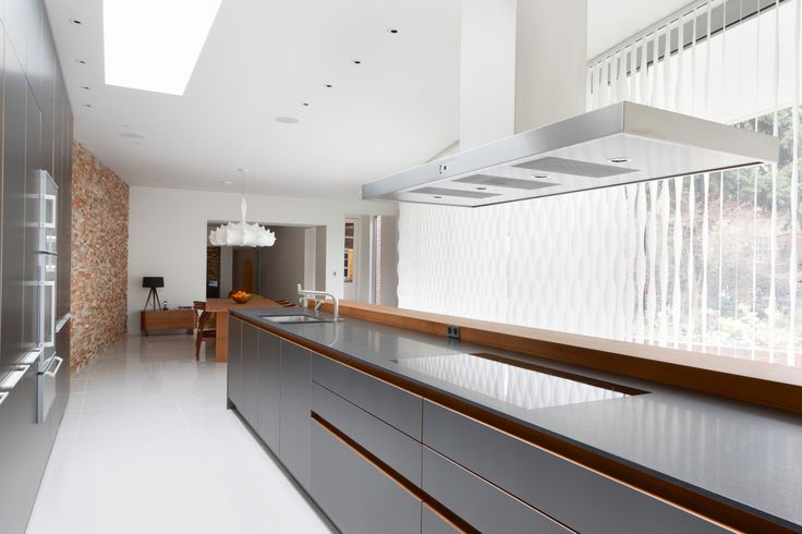 2950: Vertical Wave System used in combination with a modern Kitchen
