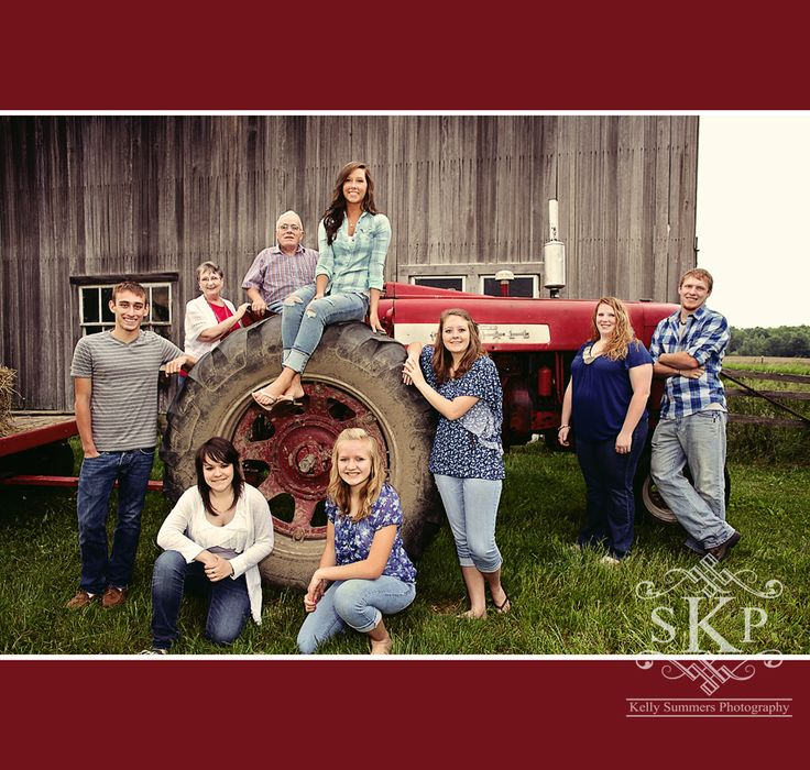 Grandparents and Grandkids farm family photo  www.kellysummersphotography.com
