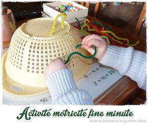 Pour occuper les enfants facilement, quoi de mieux qu'une petite activité de motricité fine rapide à mettre en place avec 2 fois rien. Une idée dès 2 ans.
