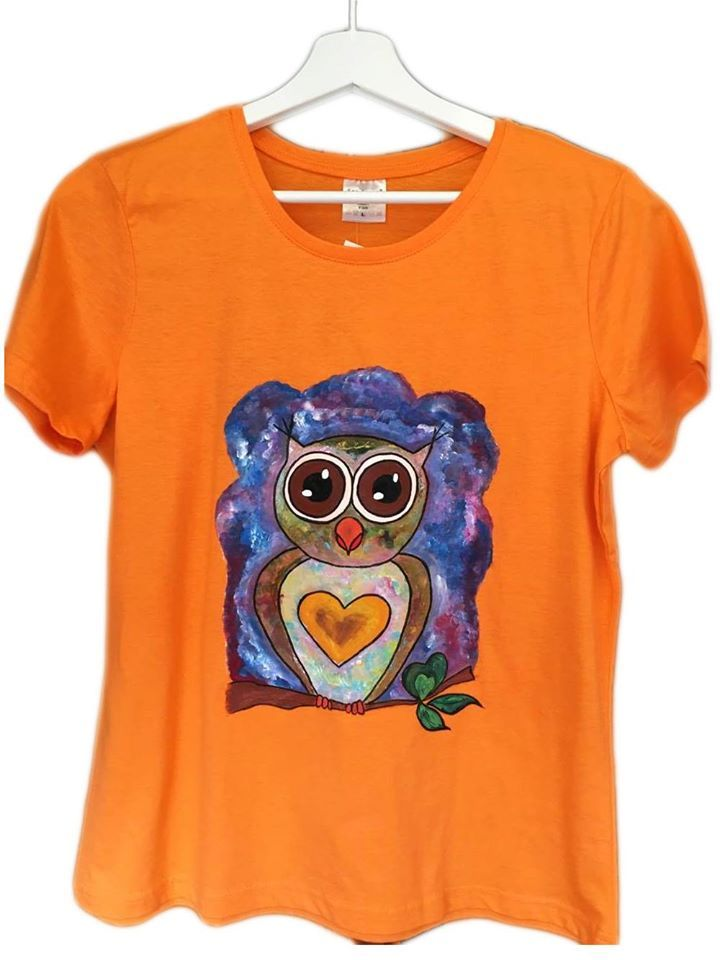 Handmade T-shirt Owl   This T-shirt is suitable for all women, the material is 100% cotton and it's painted manual with quality and non toxic paint, which is also permanent. You can wash it in the washing machine or manually at 30 Celsius degrees.