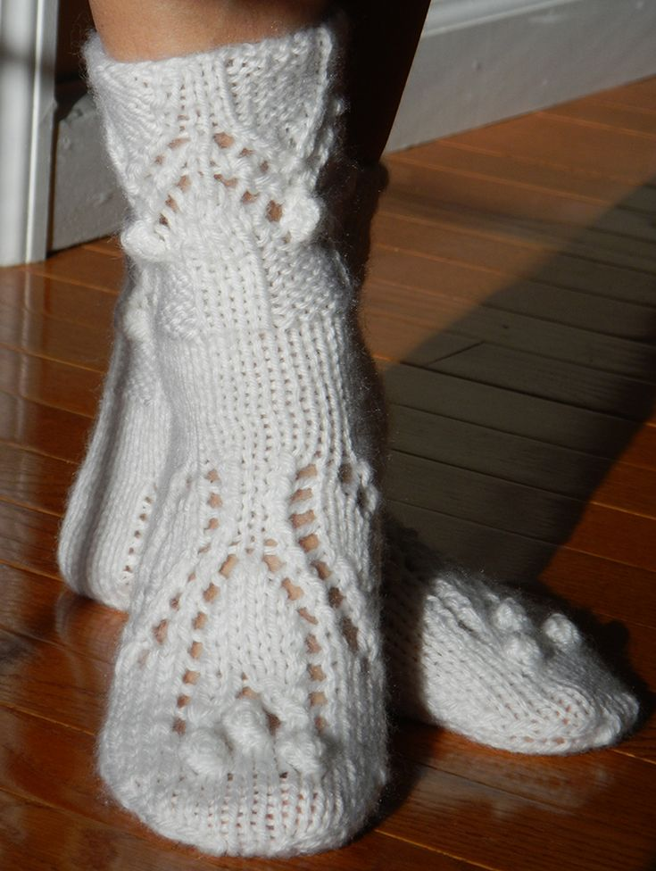 White knitted socks in Lana wool blend: 50% wool, 50% acrylic with tulip design.
