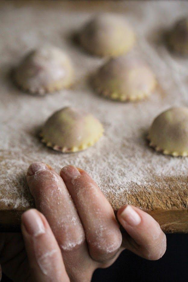 Boschi, montagne, alberi e pasta fresca ripiena fatta in casa: i Casunziei, ravioli tipici della cucina ampezzana #recipe #dolomiti