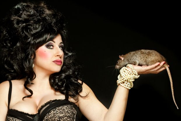 Vuelve The Hole, la primera parte de este show transgresor con cabaret, circo y humor con estética burlesque. Hasta el 1 de mayo en Valencia.