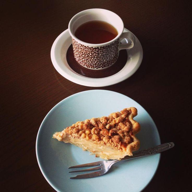 お昼が早かったので、小腹が空いて松之助NYのサワークリームアップルパイでおやつ いつ食べても美味しい一品♥️ #おやつ #アップルパイ #サワークリームアップルパイ #松之助NY