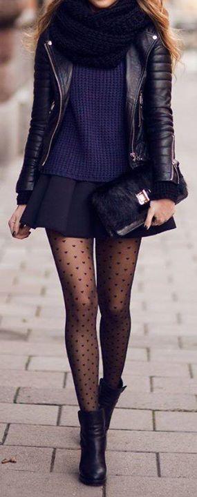 Mini jupe / veste en cuir / collant plumetis / boots