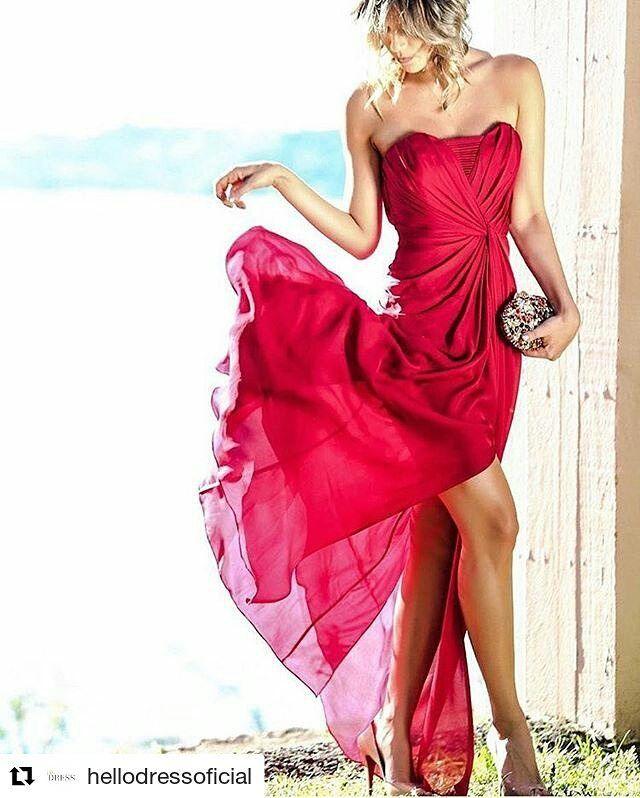 Boa tarde com a clutch perfeita para o vermelho perfeito! ❤❤ IN L😍VE!  #Repost @hellodressoficial with @repostapp ・・・ O vermelho perfeito ❤️ #Red perfection @nofacestylist para #HelloDress #SeuNovoCloset #vestidosdefesta #alugueldevestidos #badgleymischka #reddress