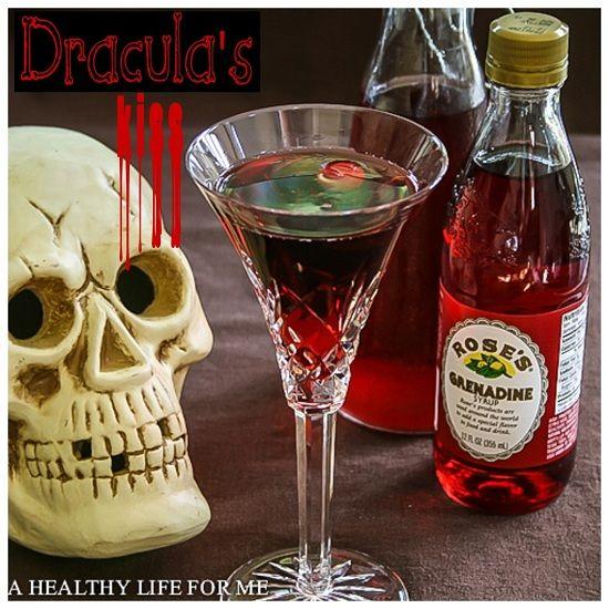 Ook de volwassenen vieren Halloween, en met deze verzameling 18  Halloween Drankjes kom je de avond wel door. #alcohol #cocktails #cointreau