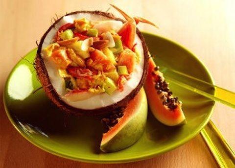 La Salade de Crabe à la papaye, insalata di granchio alla papaya, è un antipasto a base di polpa di granchio con cuori di palma e papaya tagliata a p...