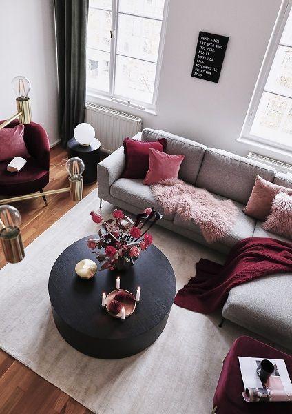 Edel und gleichzeitig modern! Die roten Farbakzente in diesem schönen Zuhause
