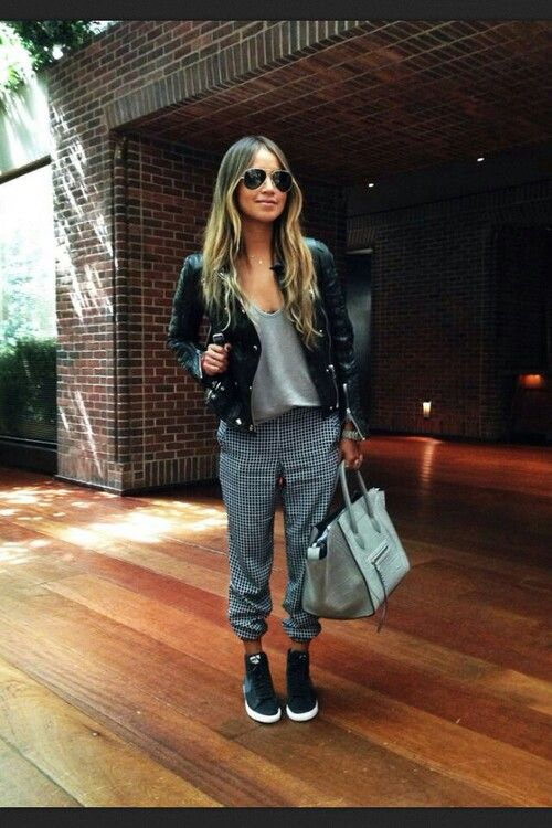 Casual babe! I love this casual chic look! #streetfashion #casualqueen #rocker #fabulous