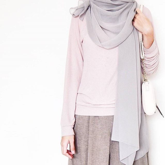 Blush pink and gray outfit. Hijab inspiration. Hijab style / outfit / fashion.