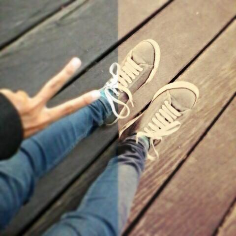 """Kita adalah sepasang sepatu Selalu bersama tak bisa bersatu""  ""Ku senang bila diajak berlari kencang. Tapi aku takut kamu kelelahan. Ku tak masalah bila terkena hujan. Tapi aku takut kamu kedinginan""  Tulus - Sepatu  #photography #shoes #sneakers #peace #lyric #tulus #sepatu :)"