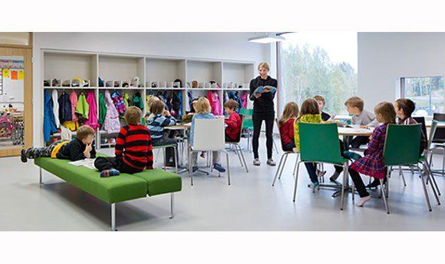 Finnland ist nicht nur Spitzenreiter der PISA-Studie, nein, jetzt plant Finnland eine Schulreform, die es in sich hat: Bis 2020 sollen die Schulfächer in den Oberstufen abgeschafft werden. Ein muti…