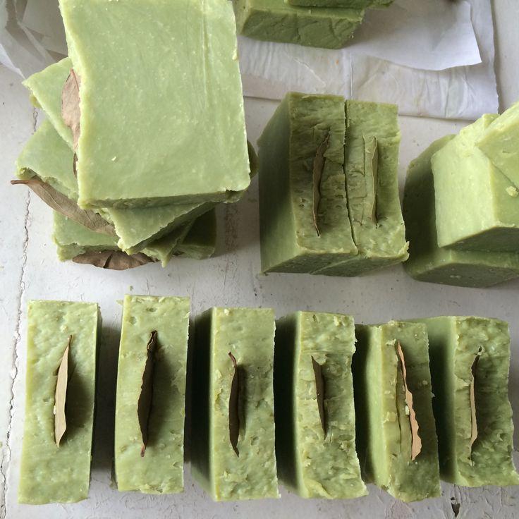 Алеппское мыло. Приготовлено с нуля. Масло лавра благородного 20%, не содержит ароматизаторов и красителей.
