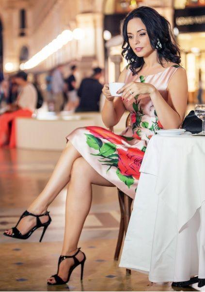 Andreea Marin a ales aceasta rochie Blumarine pentru o sedinta foto in revista Viva. Inchiriaza rochia de ocazie --> www.dressbox.ro/rochii/blumarine-bl18.html