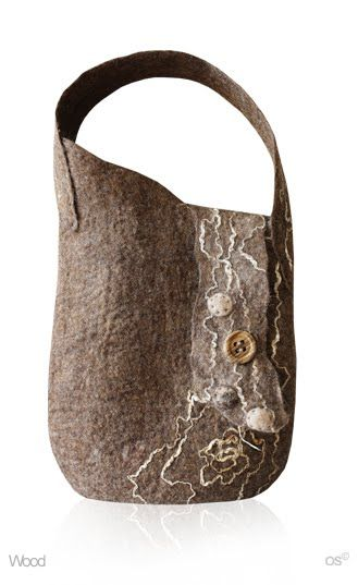 Julia Rossi: Fieltro carteras (Would like this with a longer strap - hipster style)
