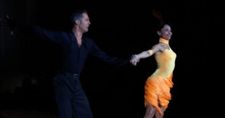 Historia de la danza latinoamericana. La danza latina es popular en todo el mundo por su estilo, drama y sensualidad. La música latina es brillante, apasionada y conmovedora, y tiene un ritmo contagioso que invita a todo el mundo a la pista de baile, sin importar la habilidad. Los grandes bailadores latinoamericanos transmiten alegría al mirar y la danza latina se ha vuelto una ...