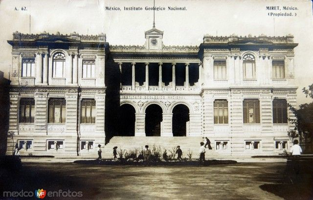 Instituto Geológico Nacional, frente a la Alameda de la Santa María la Ribera, en la colonia San Rafael, en la Ciudad de México. Por el fotografo FELIX MIRET. Ca.1915.