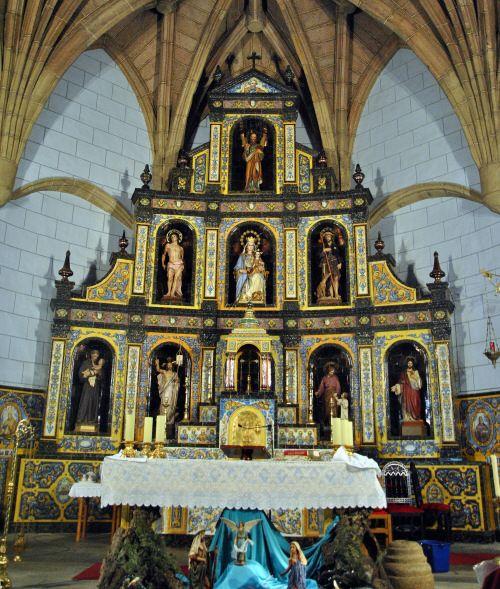 Iglesia de San Andrés (Castillo de Bayuela, Toledo) Retablo cerámico de la firma Ruiz de Luna (1924-34)