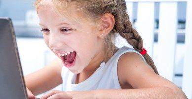 kid-laptop-english-tests-3 άκου και δες τις Αγγλικές λέξεις και κάνε τις δωρεάν ασκήσεις Αγγλικών online τώρα