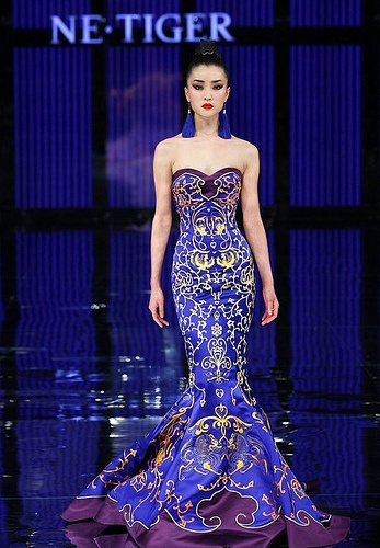 The Chinese cheongsam contains China's broad cultural essence, it is a symbol of China's fashion industry!