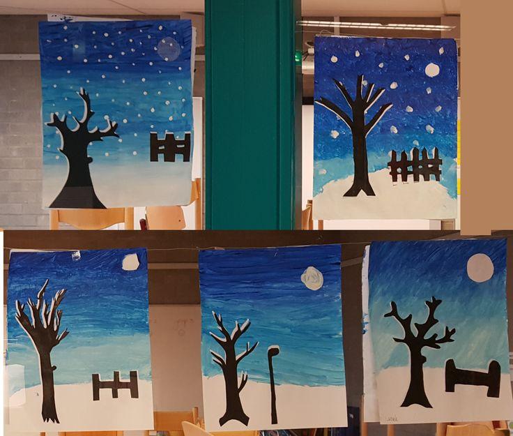Winter knutselwerkje. achtergrond gemaakt van verf. Kleuren mengen en steeds meer laten overlopen. Bomen/hekje/lantarenpaal worden gemaakt van zwart papier op wit papier. Het witte papier schuif je iets naar boven en naar rechts, waardoor de boom sneeuw krijgt.